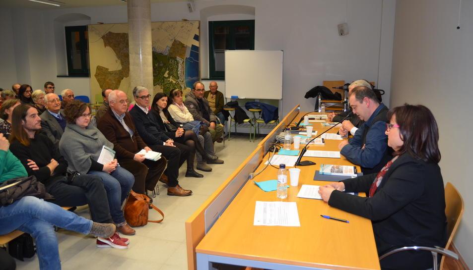 La presentació del llibre va comptar amb la presència d'un bon nombre de persones vinculades al món cultural de Vila-seca.