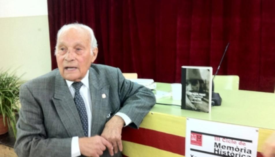 L'any 2010 Morera va escriure el llibre 'Un noi al front. Una joventut trencada, 1936-1945'.