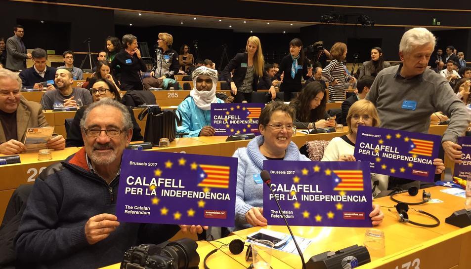 Imatge dels veïns de la Calafell a la conferència i que ha originat la polèmica.