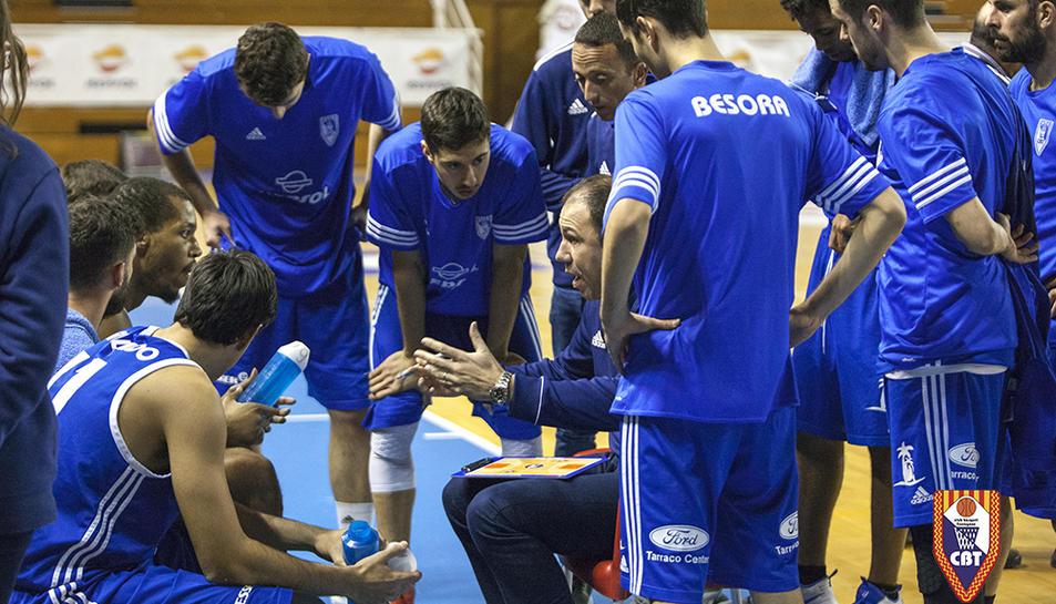 Berni Álvarez dóna instruccions als seus.