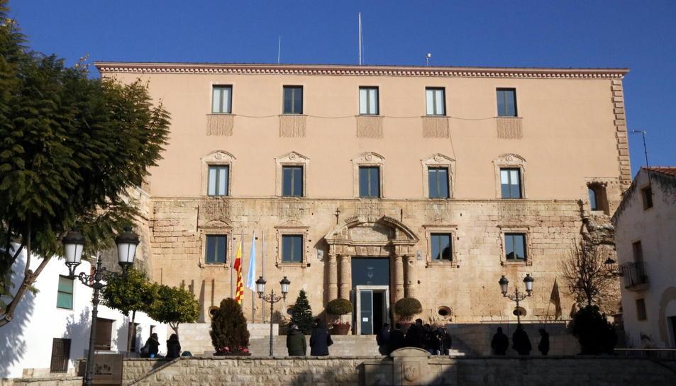 La façana del consistori.