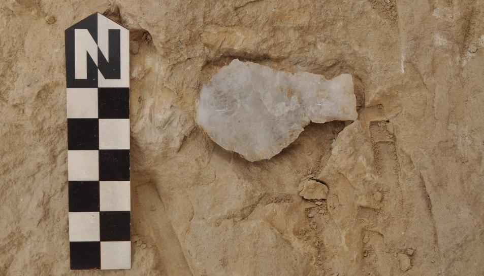 Fins ara les excavacions han aportat peces d'indústria lítica, algunes d'elles molt antigues.