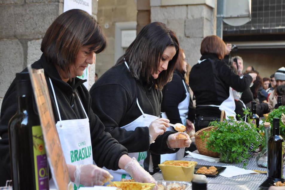 Degustació de salses i concursos de cultivadors i de coure calçots a Valls.