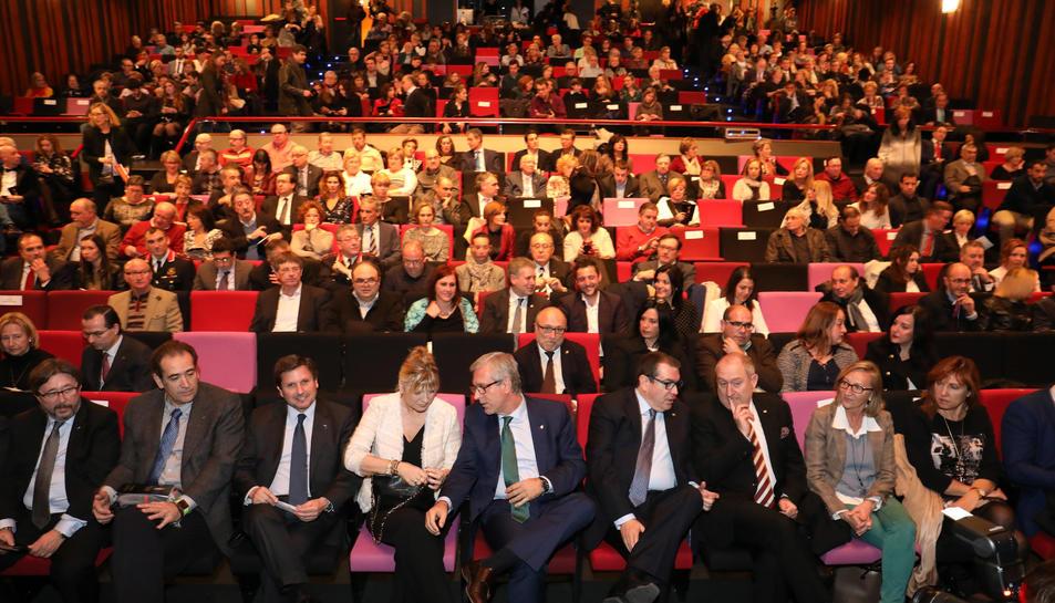 Els guardonats, durant la festa d'entrega dels premis celebrada al Teatre Tarragona.