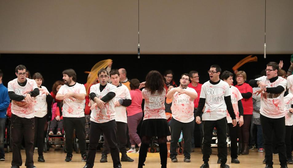 Més de 800 alumnes dels centres educatius de Tarragona han celebrat, aquest dilluns, el Dia Escolar de la No-violència i la Pau al Palau Firal i de Congressos.