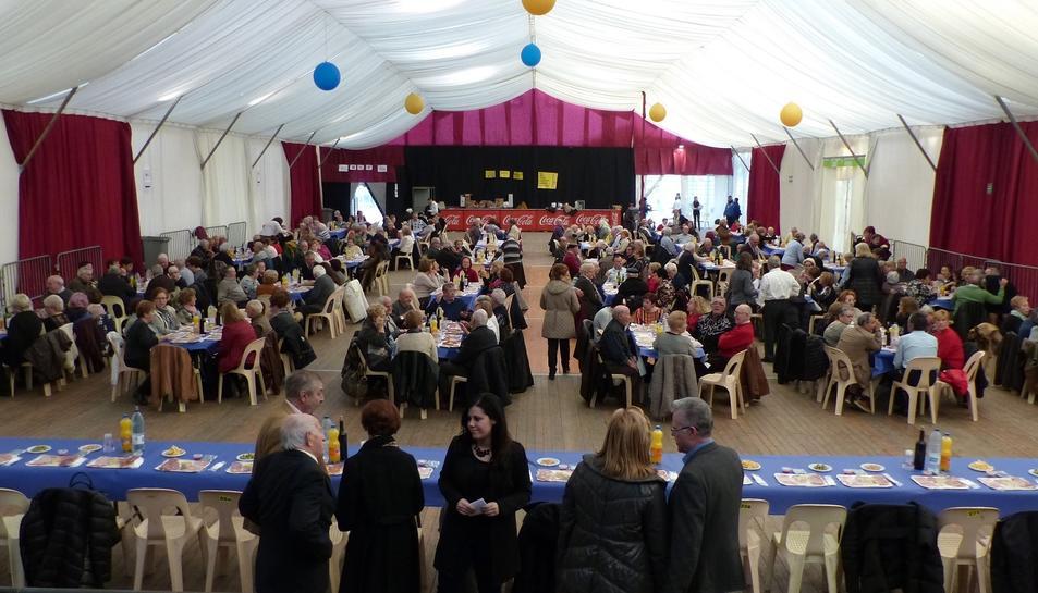 L'envelat de la Festa Major d'Hivern va acollir 350 persones de la tercera edat.