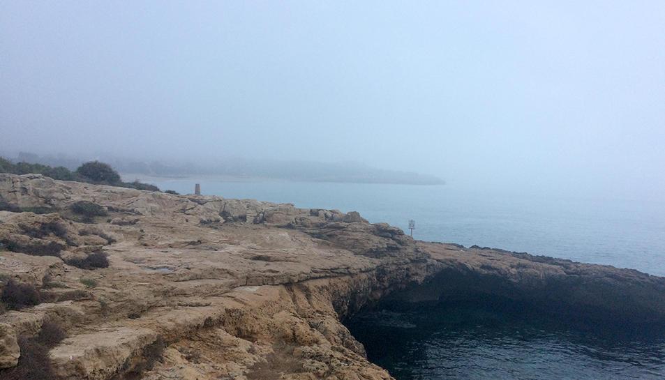 Imatge de la platja de l'Arrabassada i el 'desaparegut' preventori de la Savinosa.