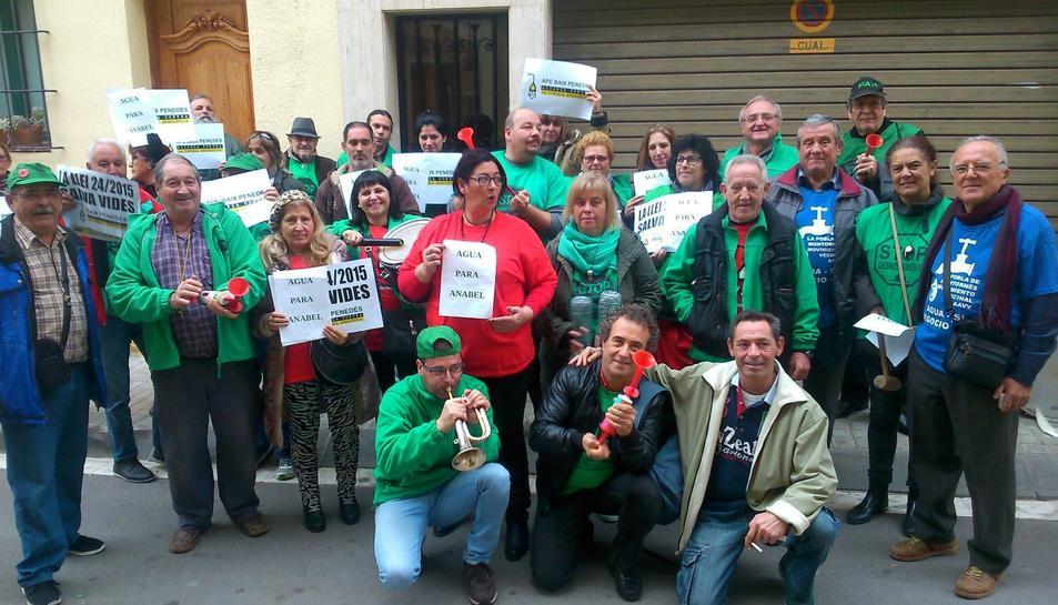 Membres de la PAH Baix Gaià que han participat a la protesta.
