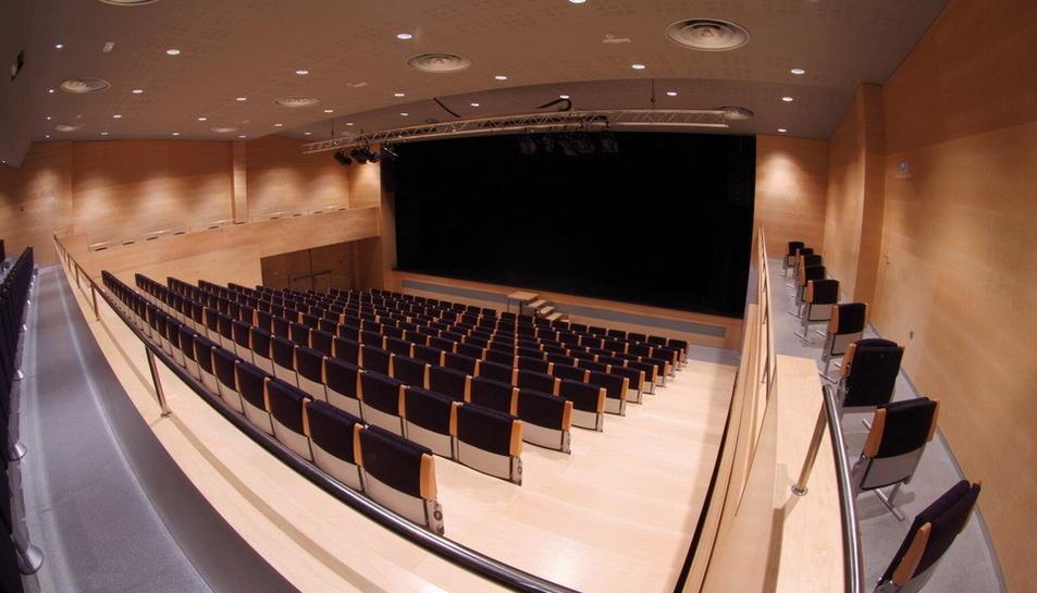 Imatge de la sala gran del Centre Cultural morellenc.