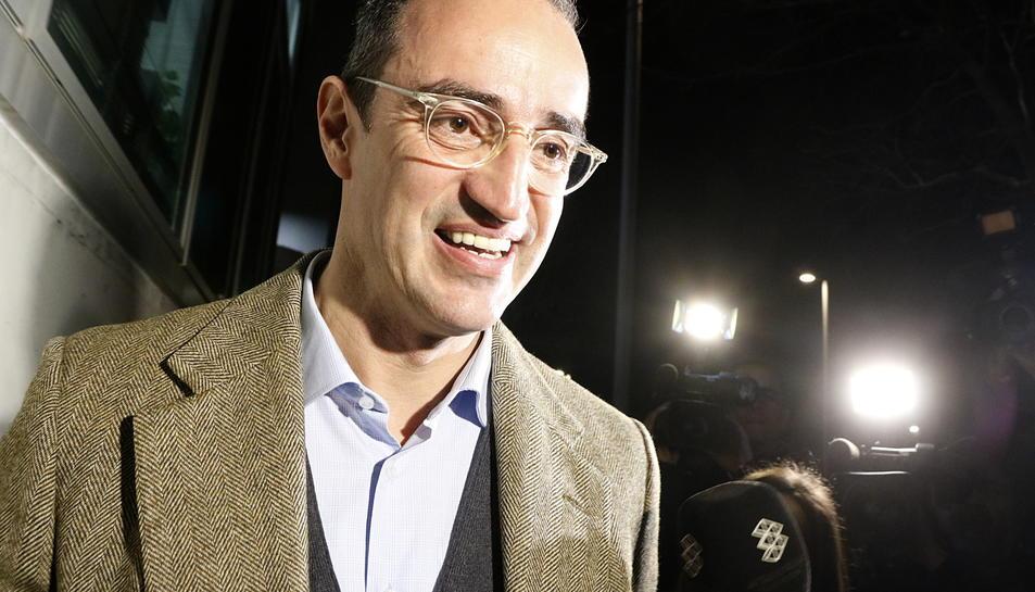 Antoni Vives, exregidor d'Urbanisme a l'Ajuntament de Barcelona, sortint de la comandància de la Guàrdia Civil a Tarragona.