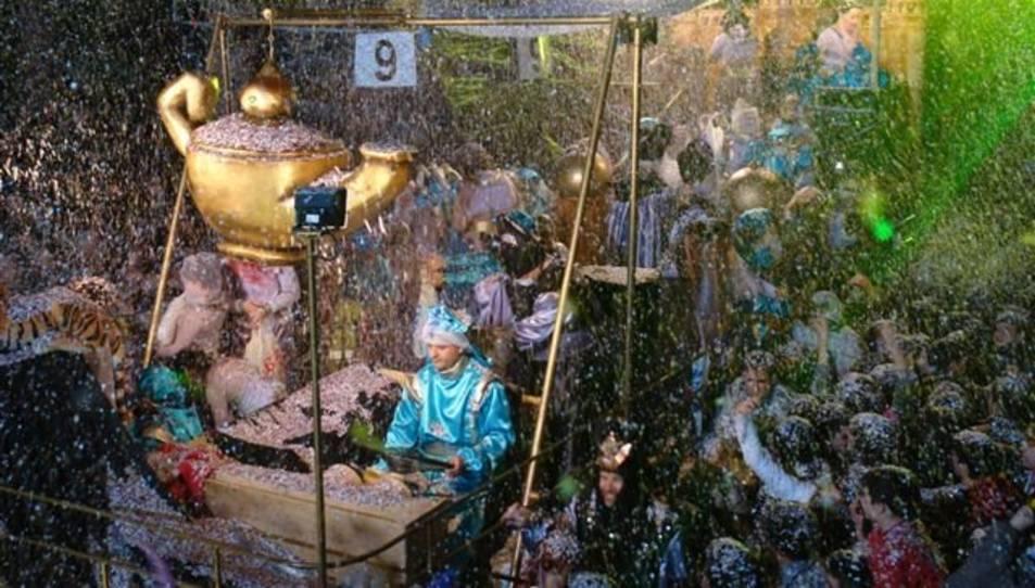 Les carrosses, la música i el confeti, protagonistes a Salou