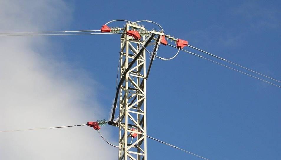 Imatge d'arxiu d'una torre elèctrica.