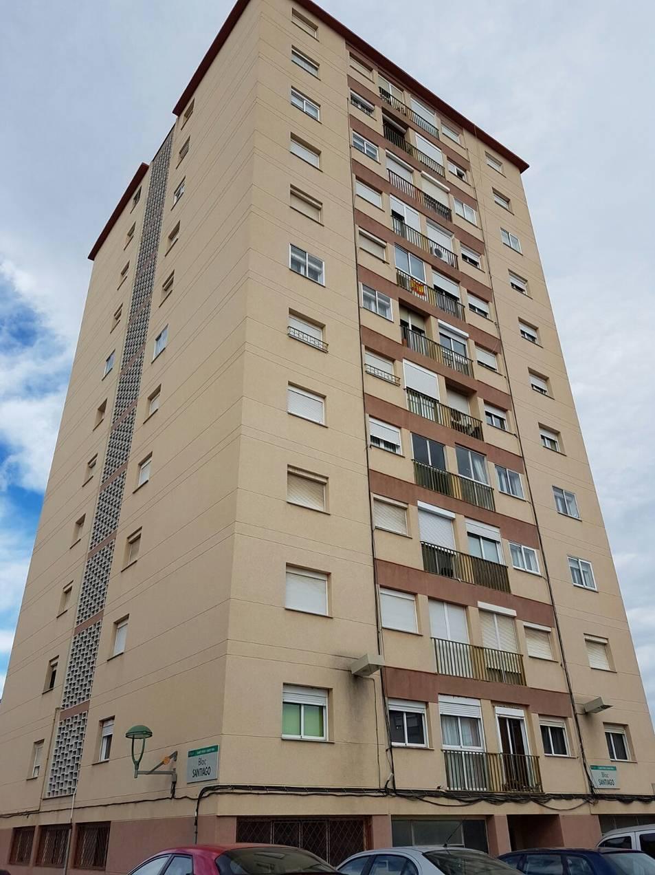 Una imatge de l'edifici, a tocar de la plaça de la Sardana.