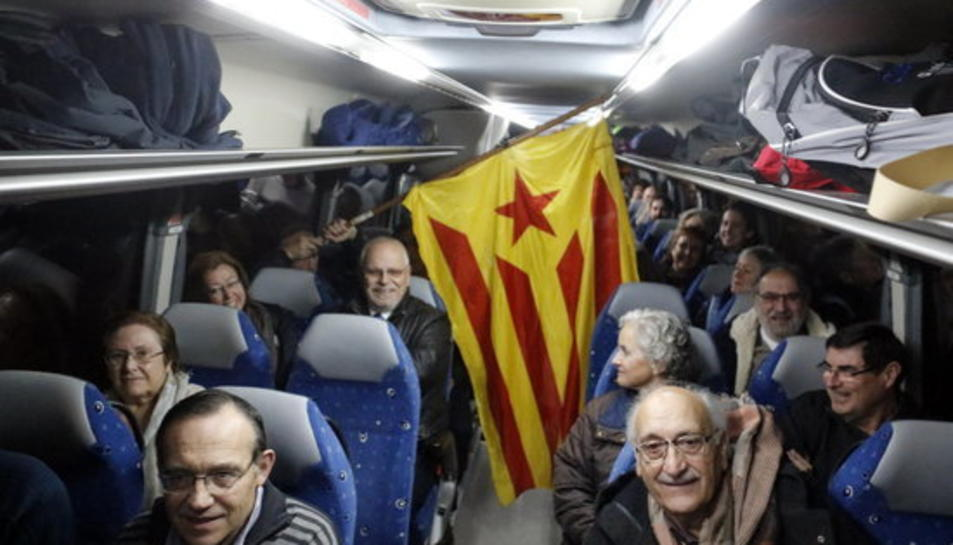 Pla general de l'interior d'un dels autobusos que ha sortit cap a Barcelona el 6 de febdrer del 2017