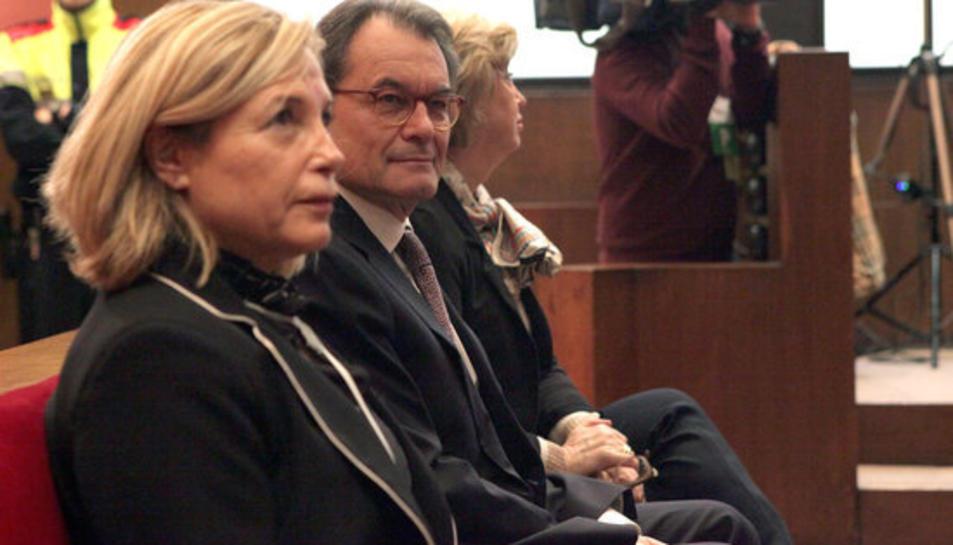 Artur Mas, Joana Ortega i Irene Rigau, al banc dels acusats el 6 de febrer del 2017, primer dia del judici pel procés participatiu del 9 de novembre del 2014.