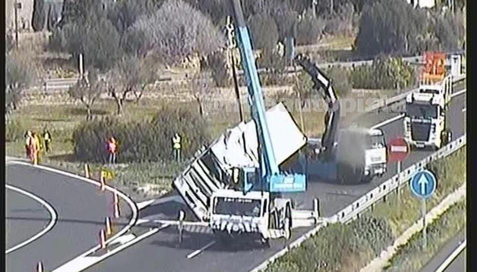 L'accident s'ha produït al punt quilomètric 309 de l'AP-7, a l'alçada de l'Ampolla.