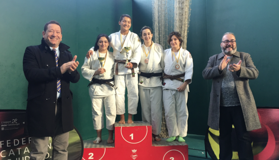 Imatge dels judoques del club Dojo Tarraco que van participar al campionat de Catalunya infantil i Cadet.