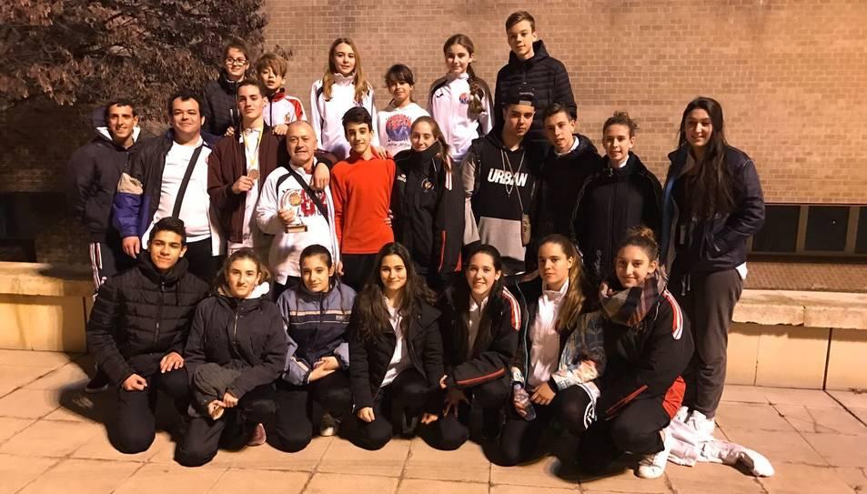 Fotografia de família dels esportistes del Gimnàs Damián.