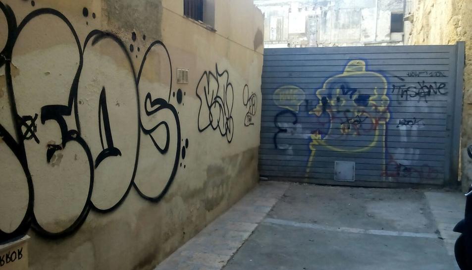 Imatge de les pintades que es troben al carrer Arc d'en Toda, al cor de la Part Alta.