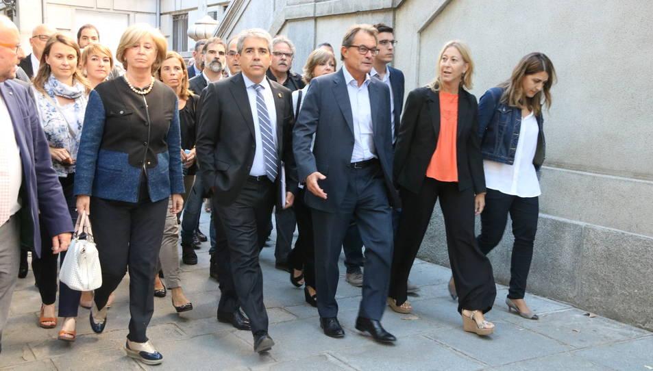 La comitiva acompanya Francesc Homs al Tribunal Suprem.
