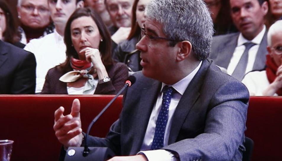 Pla mig curt, a través de pantalla, de l'exconseller Francesc Homs declarant com a testimoni en la tercera sessió del judici del 9-N, el 8 de febrer del 2016.