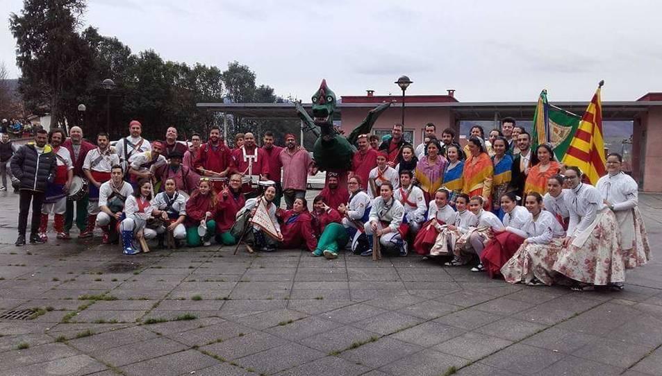 Fotografia de família dels grups a la localitat basca.