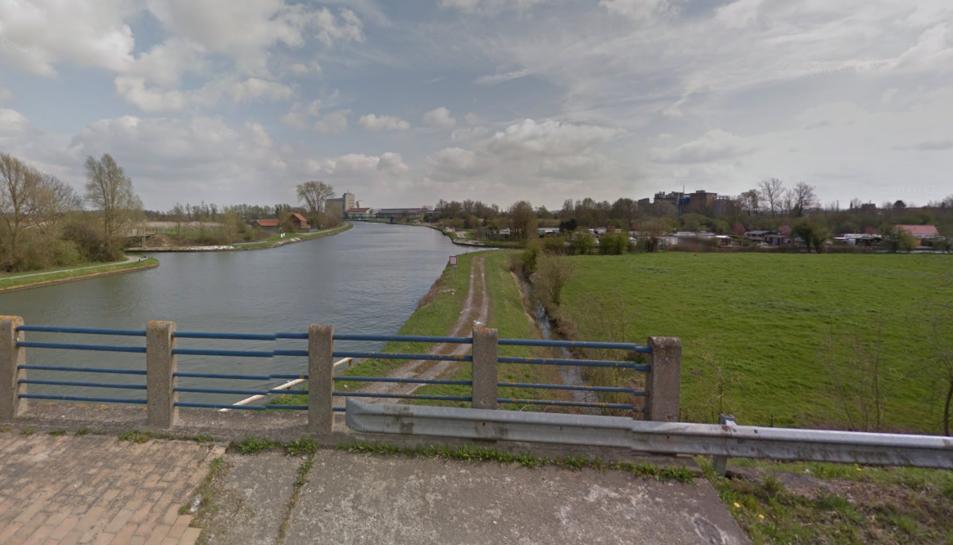 El cadàver ha aparegut en un canal proper a la població d'Aire-sud-la-Lys.