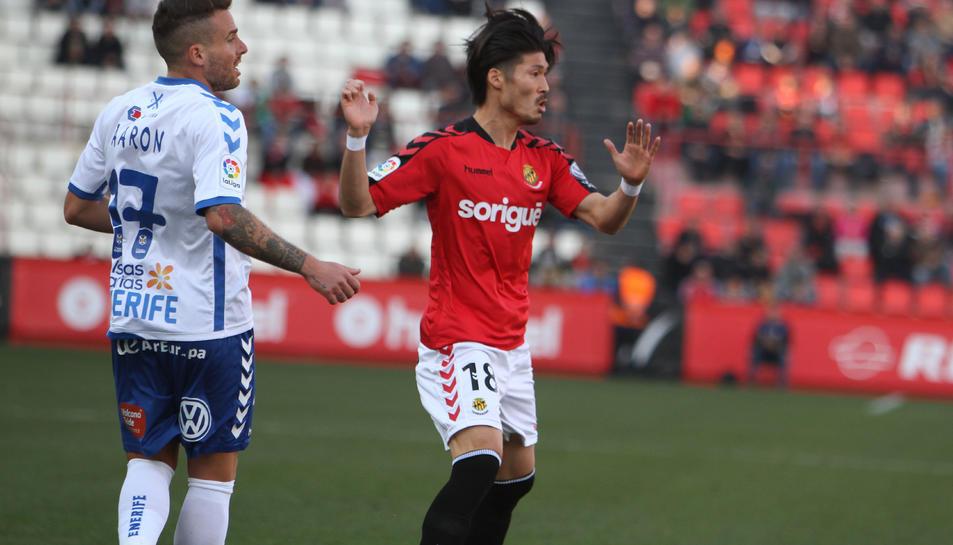 Daisuke Suzuki, durant el duel al Nou Estadi contra el Tenerife.