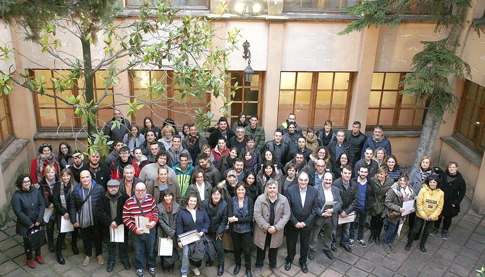 Participants a l'acte de cloenda amb l'alcalde i regidors vallencs.