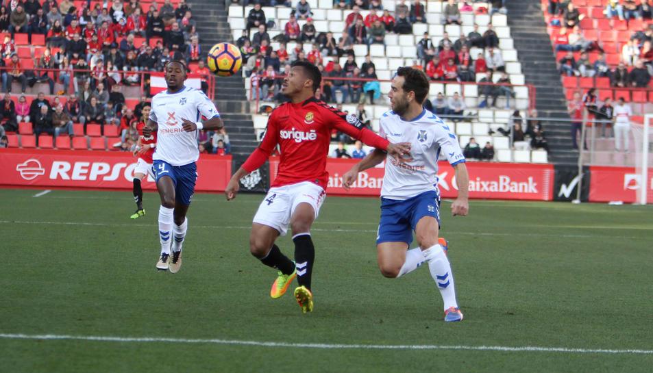 Ike Uche, durant el duel que el Nàstic va disputar contra el Tenerife al Nou Estadi.