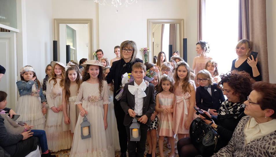 La moda para las comuniones llena la casa joan miret - Casa miret tarragona ...