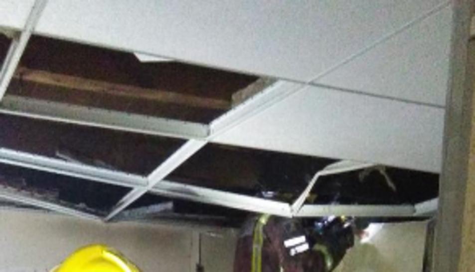 Imatge de l'incendi produït en un habitatge a Tivissa.