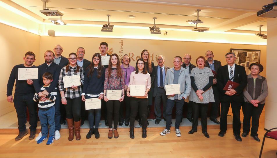 Els estudiants de batxiillerat i formació professional que van ser premiats.