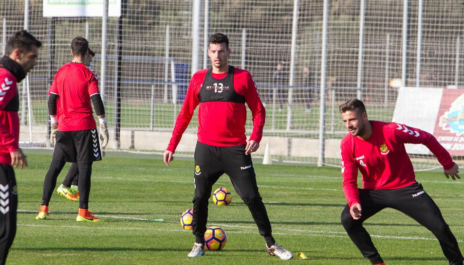 Bruno Perone entrena amb la resta de companys a les instal·lacions del Complex Esportiu Futbol Salou.