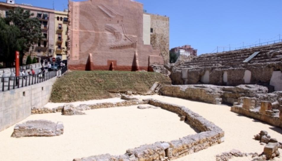 La capçalera del Circ romà de Tarragona, amb la sorra a la seva cota original i el nou talús enjardinat.