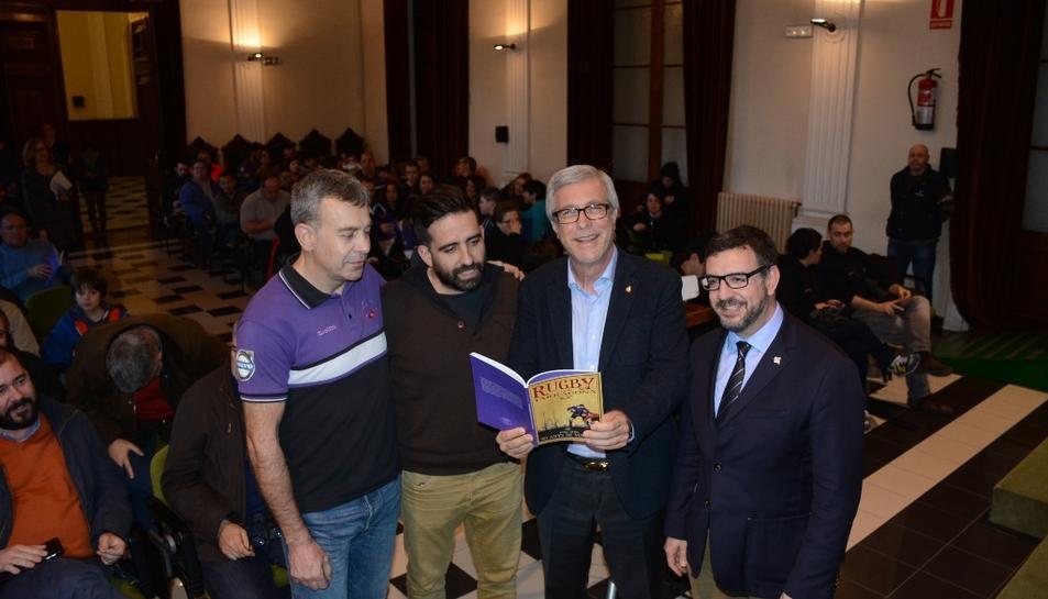 L'alcalde ha assistit a la presentació del llibre.