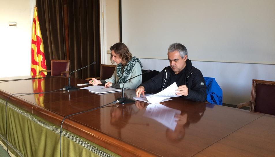 La portaveu del grup municipal de la CUP, Laia Estrada, i el regidor Jordi Martí, ahir.