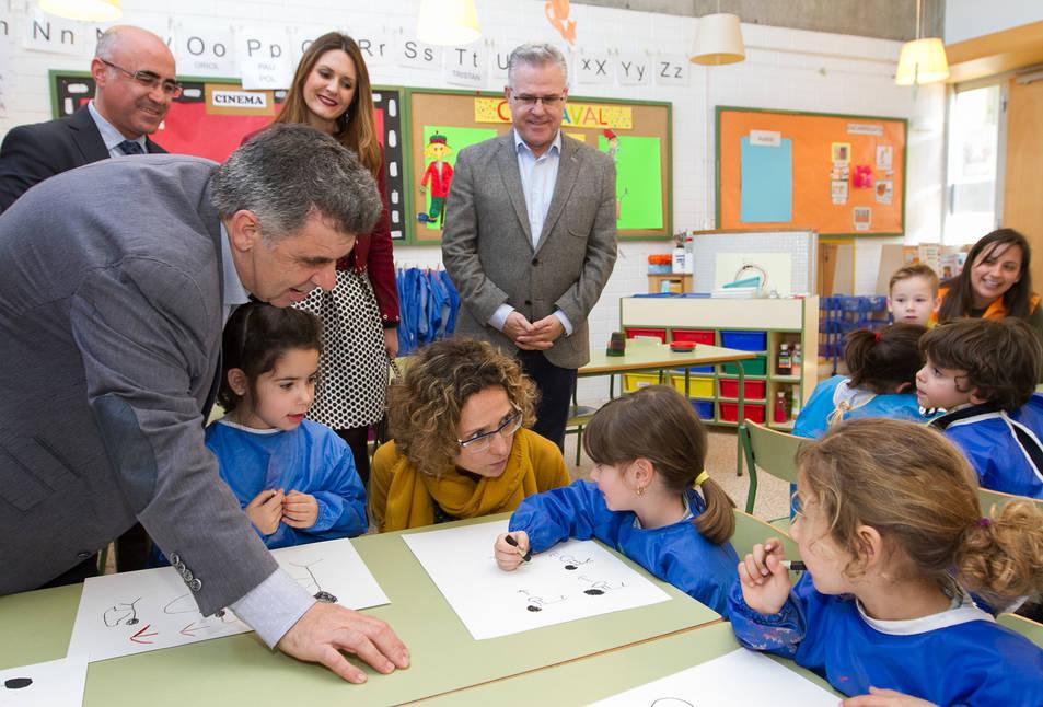 La consellera d'Ensenyament, Meritxell Ruiz, visita l'escola Elisabeth de Salou