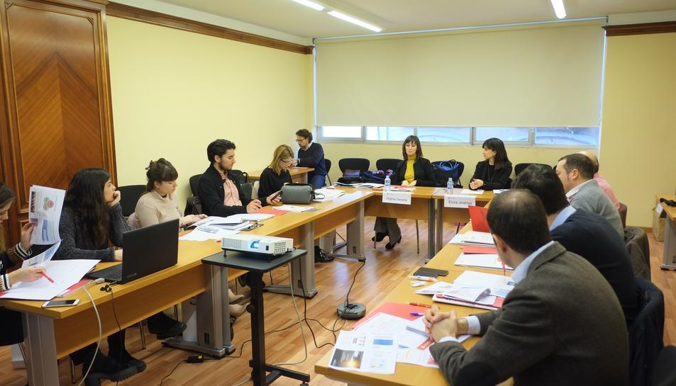La sessió ha estat dirigida per l'advocada de NET Craman a les oficines de Hong Kong, Elvira Jiménez i per l'encarregada de Marketing a HKTDC, Virginia Seoane.