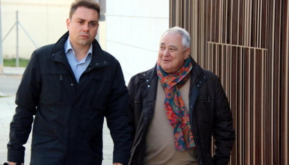 Pla mig de l'extresorer de CDC Andreu Viloca arribant als jutjats del Vendrell per declarar davant del jutge del cas 3%. Imatge del 15 de febrer del 2017.