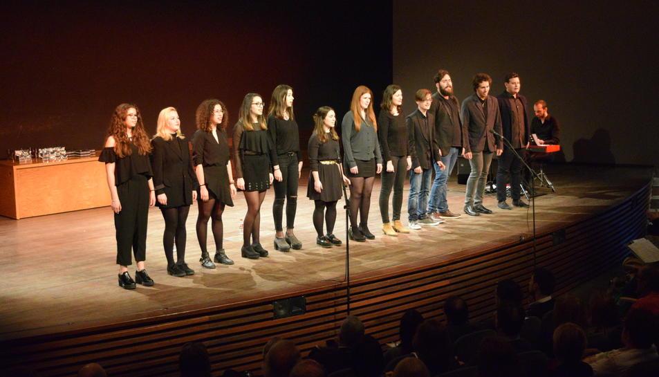 Els assistens han pogut disfrutar de l'actuació musical del grup Jove Cor Flumine.