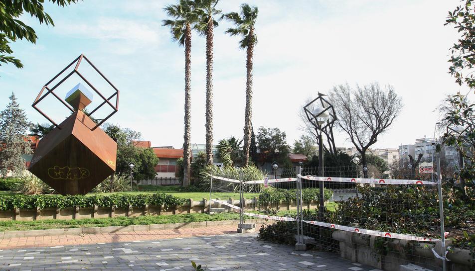 L'empresa adjudicatària del projecte manté senyalitzades les feines dins la plaça de Pablo Picasso.