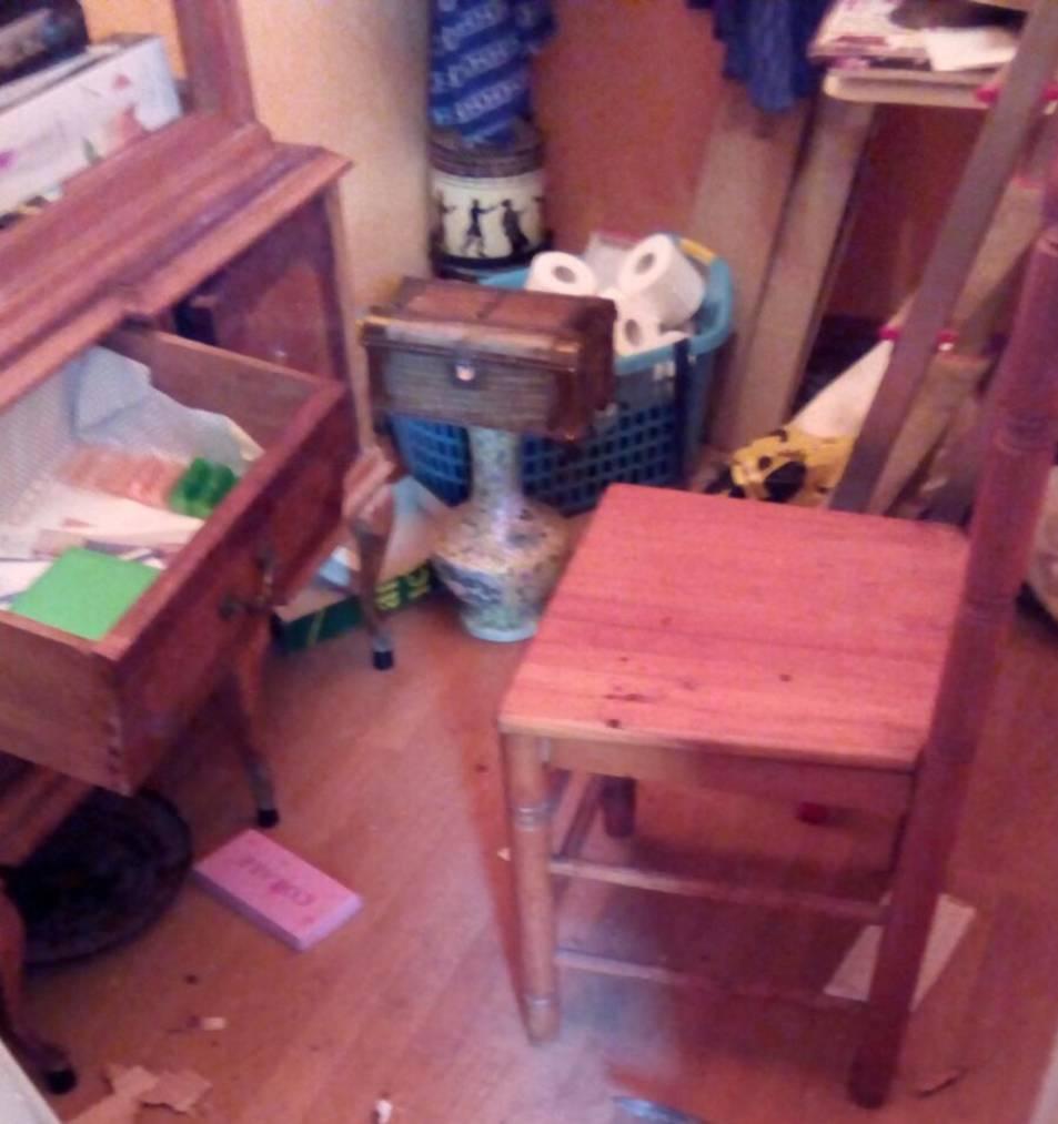 Estat en què va quedar l'interior del pis on van entrar a robar.