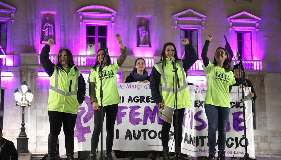 Las castelleres simbolizan la lucha feminista con un pilar de mujeres