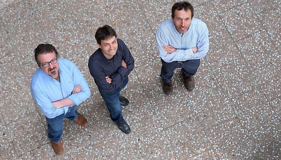 Els investigadors de la URV David Sánchez, Sergio Martínez i Josep Domingo-Ferrer són els creadors de l'aplicació mòbil.