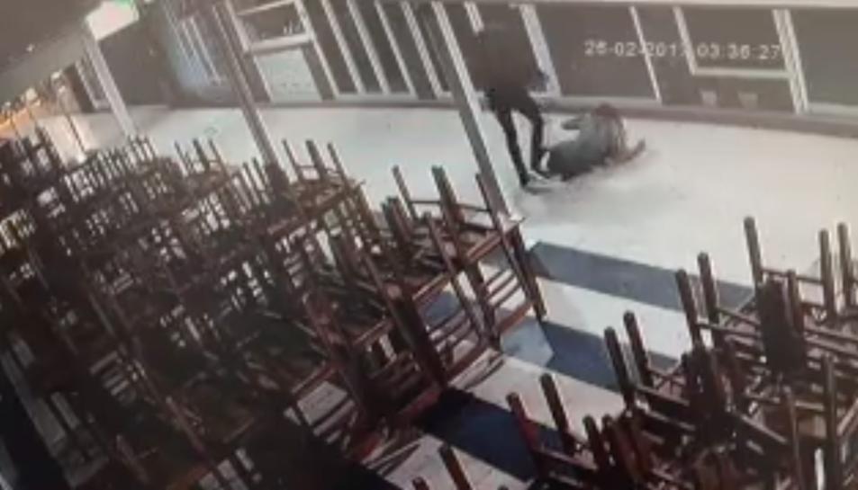L'agressor va ser arrestat i condemnat després d'un judici ràpid.