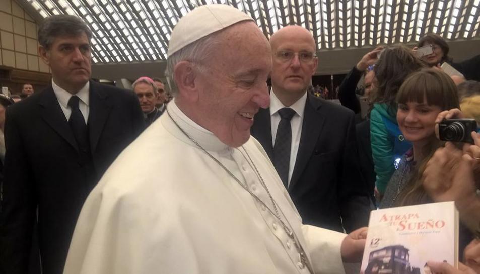 Al Vaticà van poder trobar-se amb el Papa i oferir-li un llibre sobre la seva història.