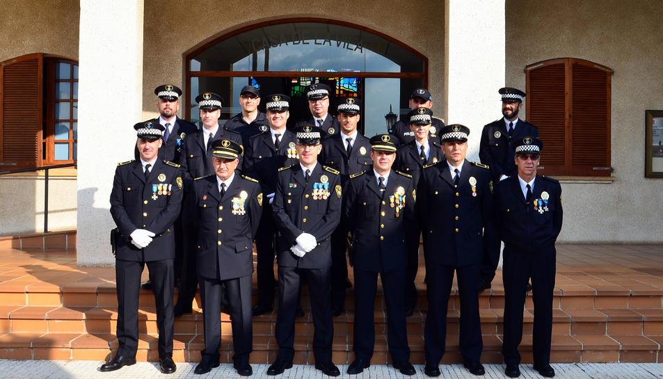 Fotografia de família de la plantilla de la Policia Local.