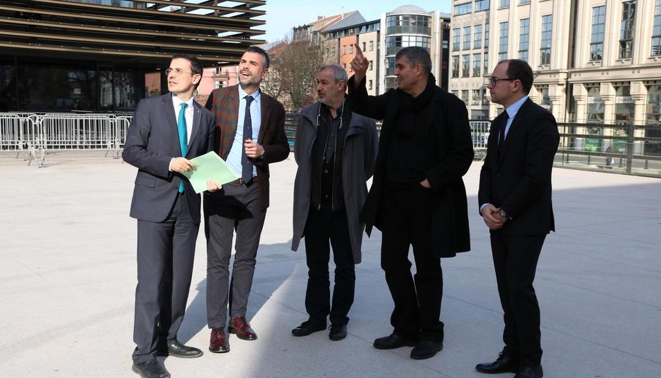 Santi Vila, el segon per l'esquerra, avui en un acte.