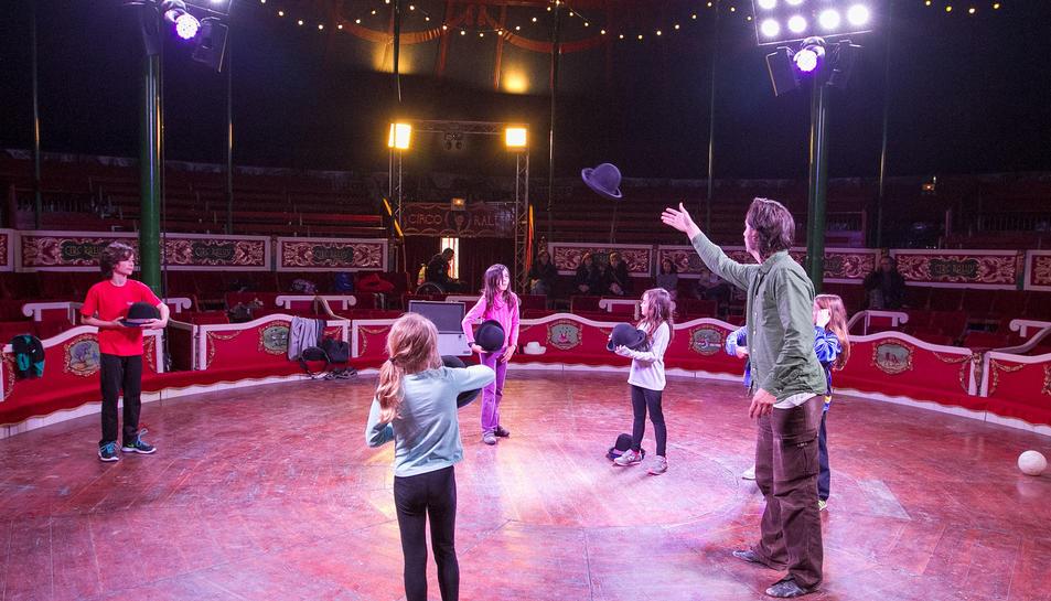 Un taller per a nens organitzat pel Circ Raluy al 2015.